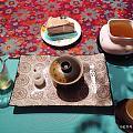 最近淘了好多萌萌的盘子做壶承,有趣的很,喝夜茶也美美的