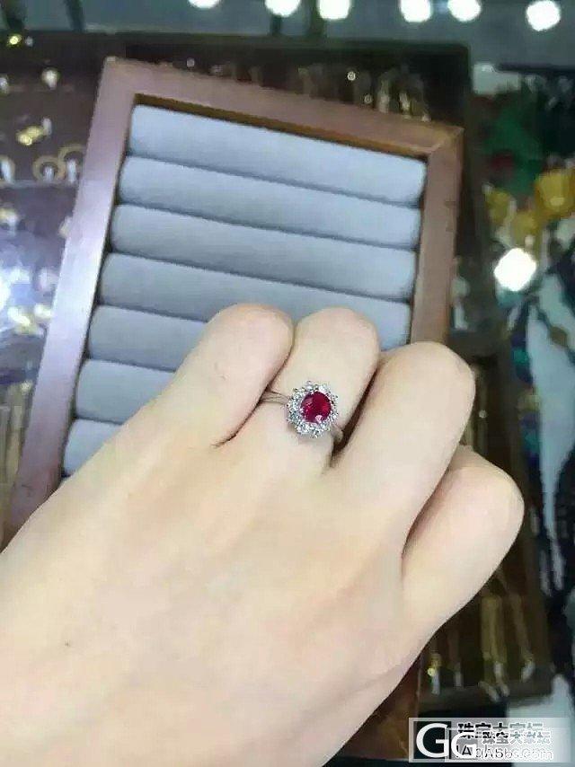 再来个高性价比的红宝石 ,又是经典戴妃款,净度好,火彩棒,只要9999米等待结缘_宝石