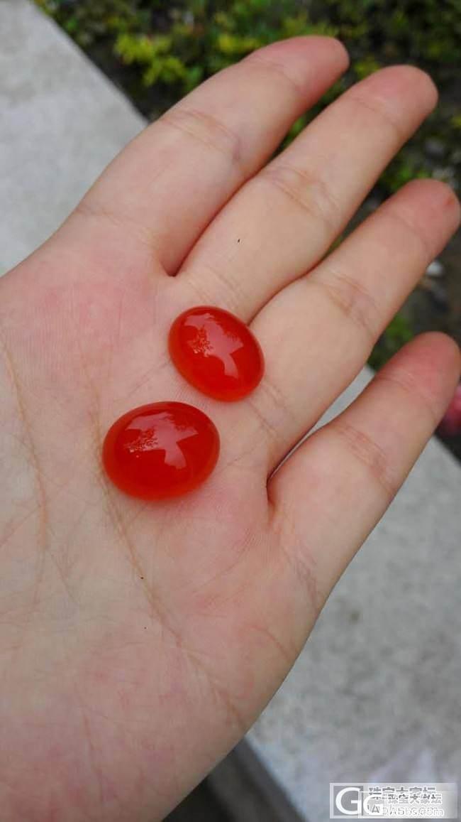 出两只南红小鱼儿, 还有保山琥珀光蛋面两枚。。。_传统玉石