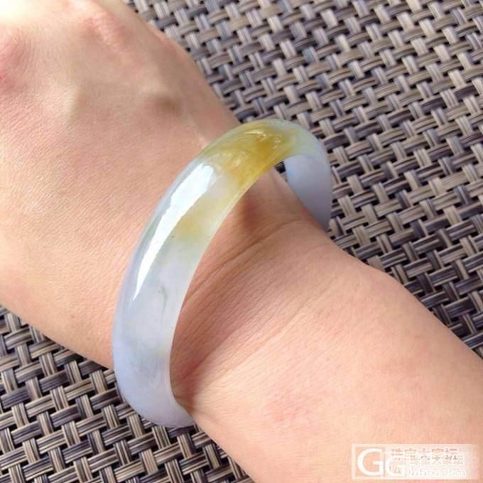 紫底黄翡手镯,浅浅紫底浪漫清新,一抹金黄在手,艳丽高贵。无纹裂_珠宝
