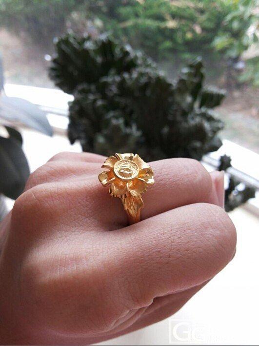 晒晒我的第一件金饰老公的礼物 打滚求闪求升学 我会慢慢还的_手链戒指金