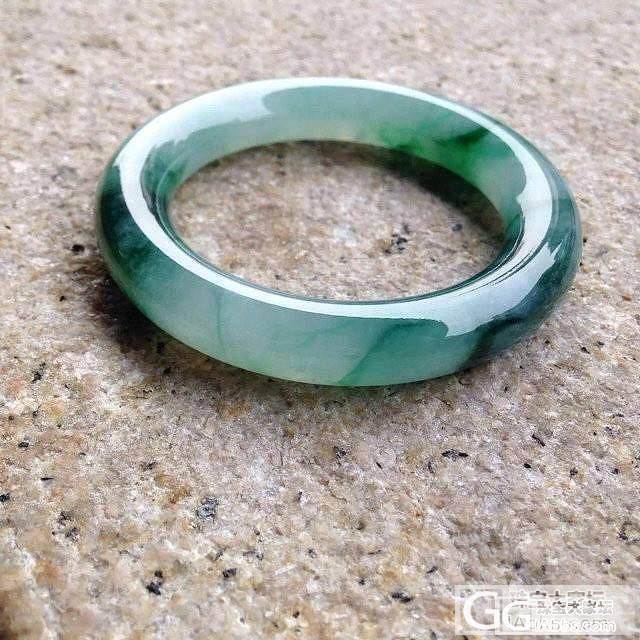 晒个冰飘阳绿肥圆条手镯_翡翠手镯