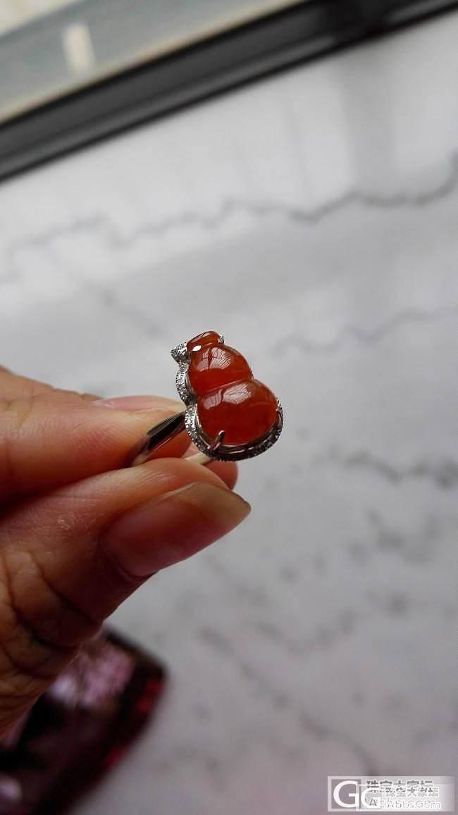 这下戒指和耳坠子没法搭配了_翡翠
