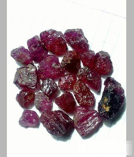 红宝石原石大家给个评价,在国外要不要入手_原石红宝石