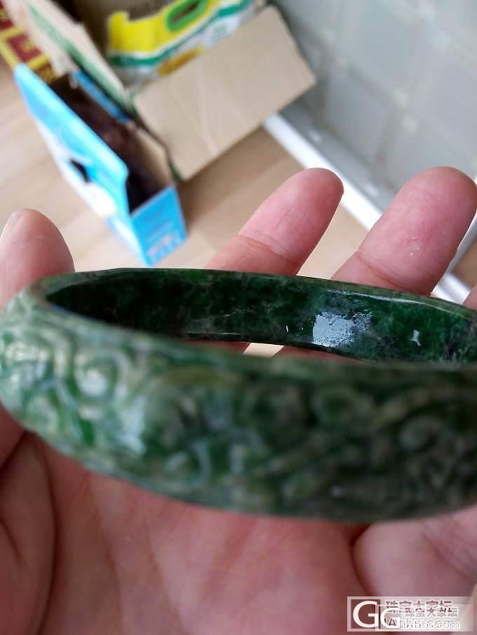 麻烦各位行家里手帮我看看这个镯子到底是个什么材质,花纹有什么特殊含义吗?_宝石刻面宝石