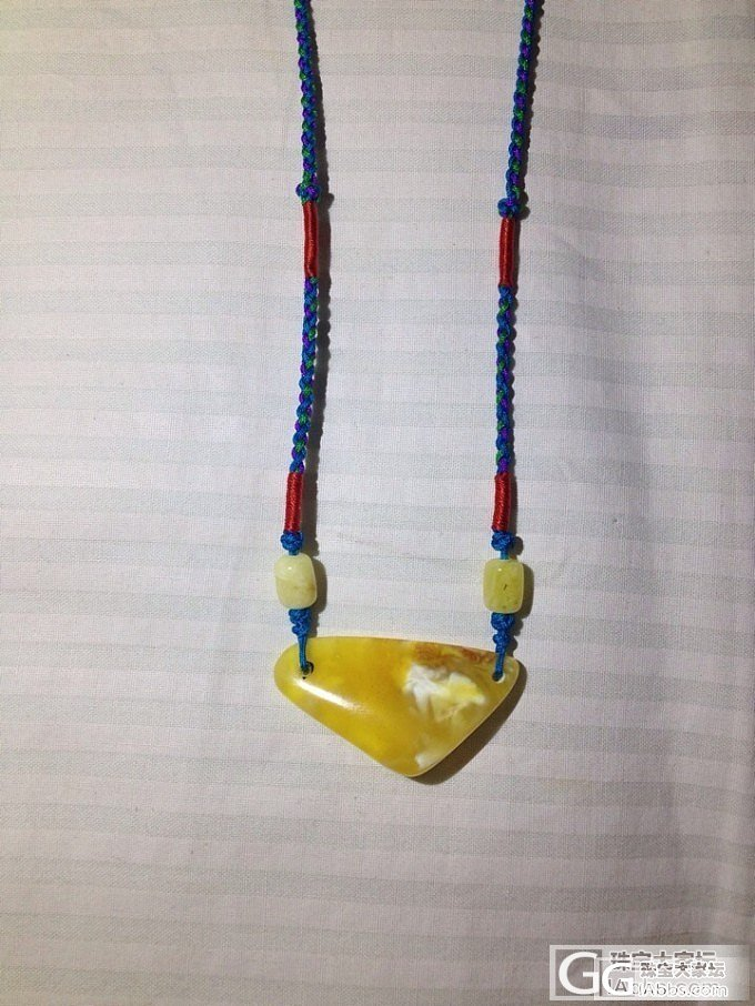 周末自磨蜜蜡忙。一块花白已经被设计成锁骨链带脖子上了!_蜜蜡