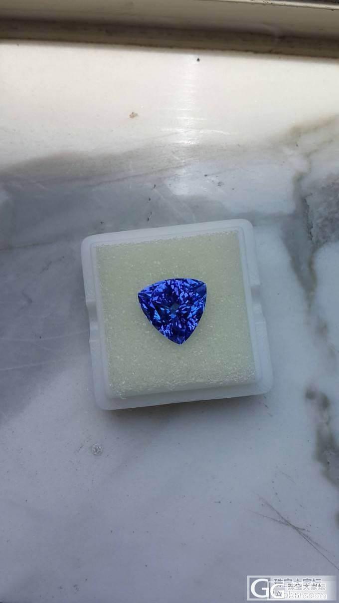 5.22卡的三角小坦桑,颜色和切工都不错_坦桑石刻面宝石