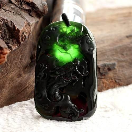 墨翠龙牌,龙雕的威武霸气,阳刚有力,黑度好,打灯全绿_珠宝