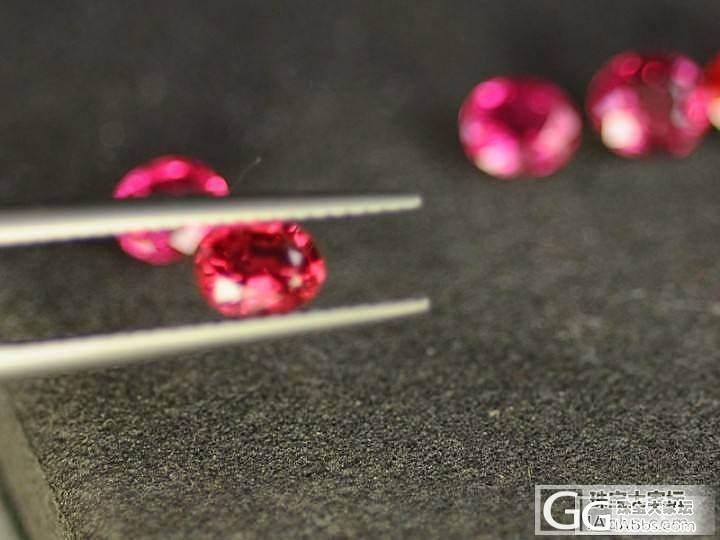 0.5克拉左右的小尖晶 以色取胜 还有莫桑的镁铝榴石_莫桑石宝石