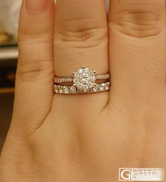 今年是我亲爱的妈咪60大寿,选了她想要的钻石饰品。九围一的戒指和耳钉。_钻石