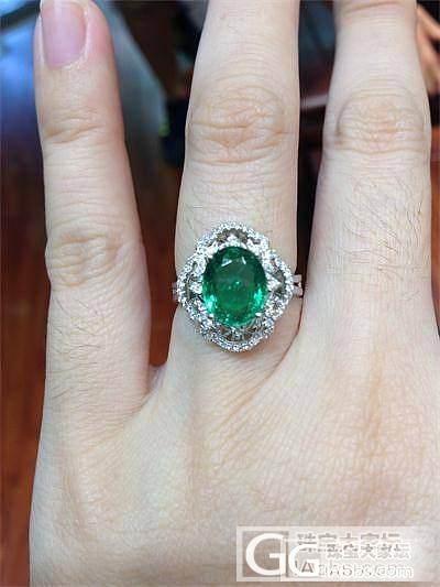 华丽丽的奶奶绿戒指盒手链,大家随评?_名贵宝石