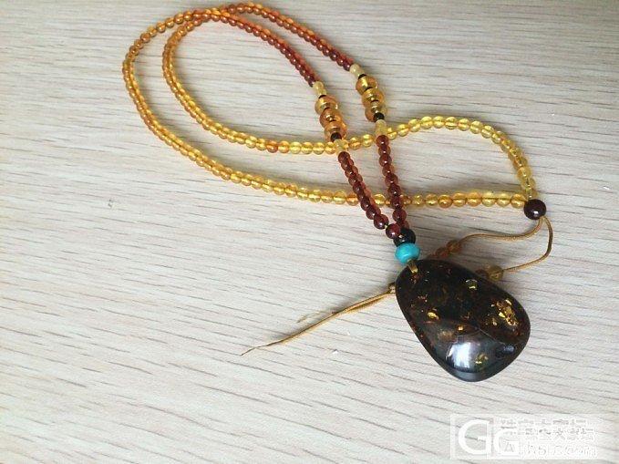 也是**家的琥珀彩虹配链还图,跟我的红绿珀大坠子真是绝配啊~_珠宝