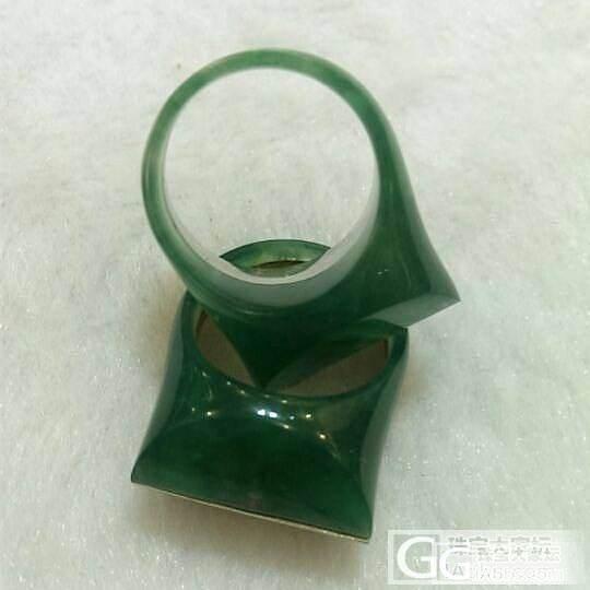 天然绿玉髓戒指,贵气大方的经典款式哦_宝石商圈