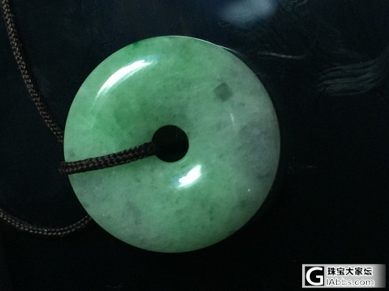 香港庙街附近的珠宝一条街买的平安扣_翡翠