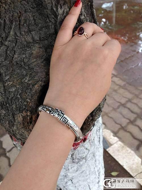雨中牡丹,低调的华丽——再秀墙角牡丹_手镯银