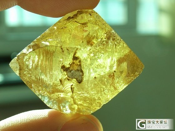 20多年前就收藏的赛黄晶,一直以来就没有见过好的了。_宝石