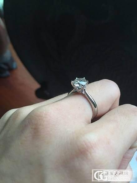 秀秀我滴求婚戒..1.35克拉,改款回来这下满意了!你们满意吗哈哈?_戒指钻石