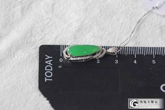 小巧可爱的18K白金镶嵌钻石满绿小福瓜翡翠女士吊坠_翡翠珠宝