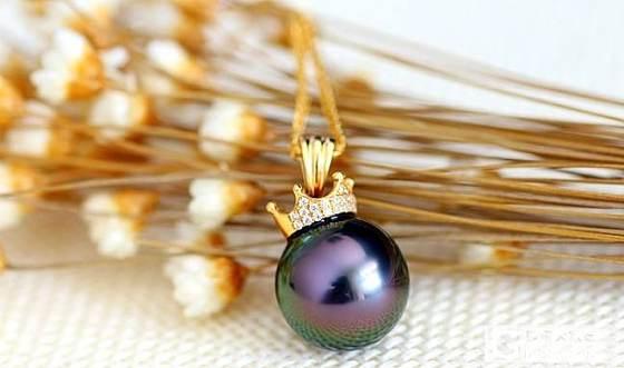 大溪地黑珍珠吊坠 18k金皇冠 孔雀绿泛紫色 极强光无瑕疵 海水_有机宝石
