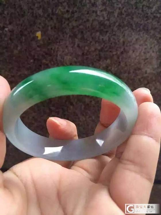 一条带阳绿的翡翠手镯多图_手镯翡翠