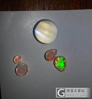 晒月光祖母绿蛋白石_月光石