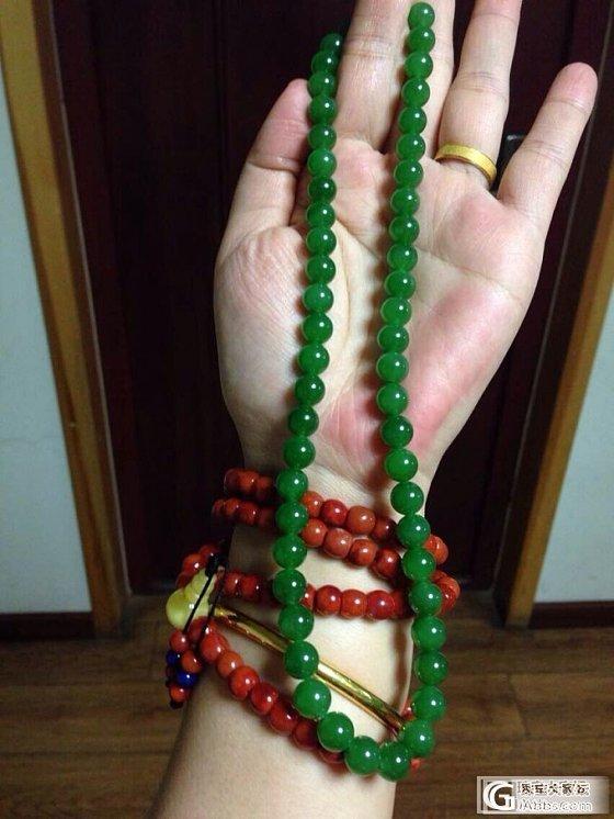 俄碧阳绿没有黑点的项链和南红纯色柿子红塔链在一起_碧玉