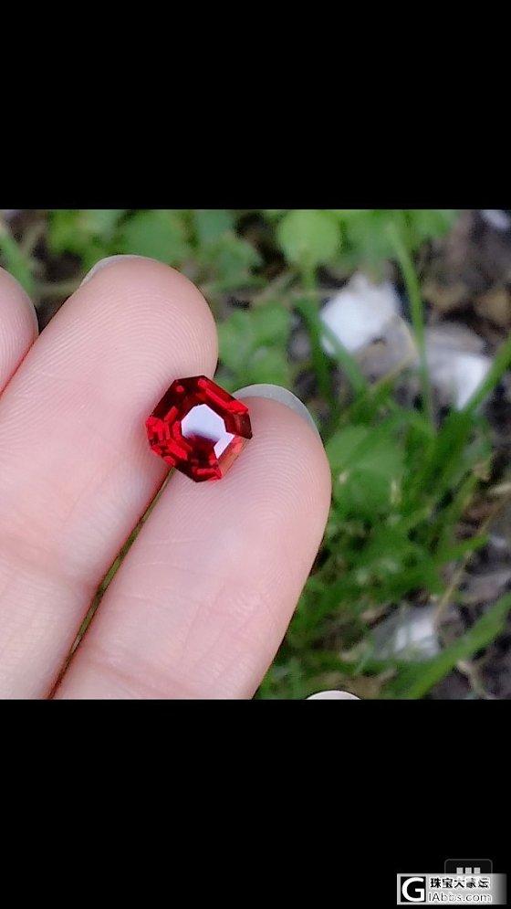 看见这颗尖晶.怎么样啊,帮忙估估价格好吗_尖晶石刻面宝石