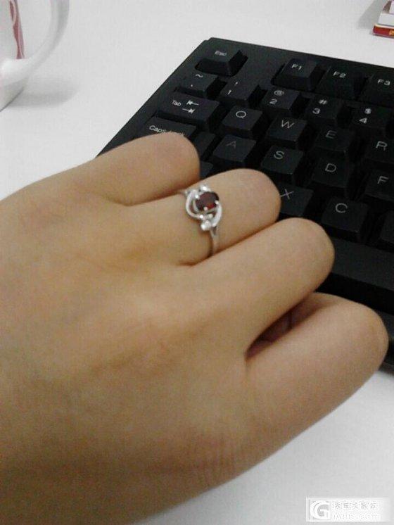 今天农展馆玉石博览会上新买的戒指,大爱!_石榴石
