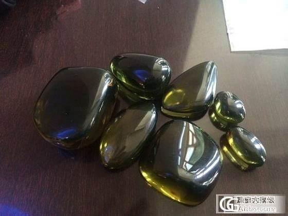 看看这些琥珀像不像缅甸的柳青,呵呵,天然的绿色非洲琥珀_琥珀