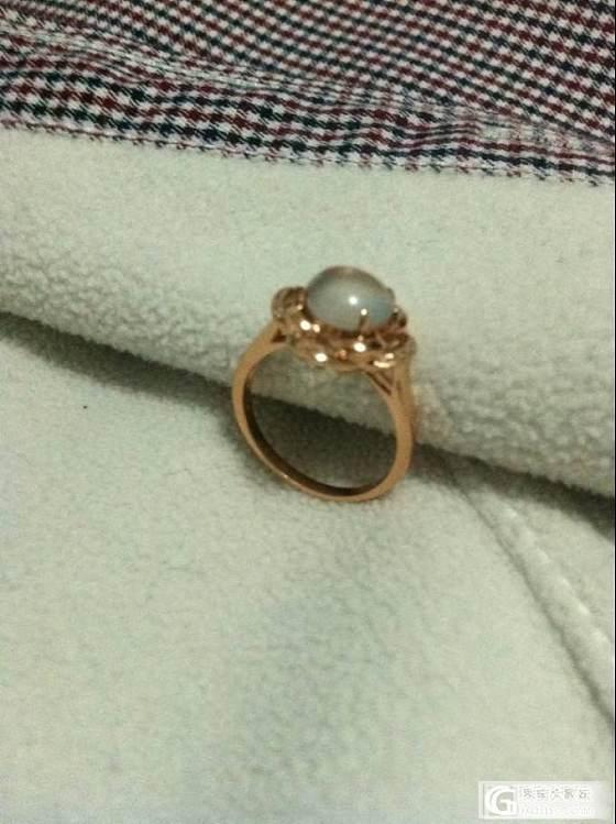 昨天那个戒指其它照片补充下 看看到底是什么石头各位大师_和田玉