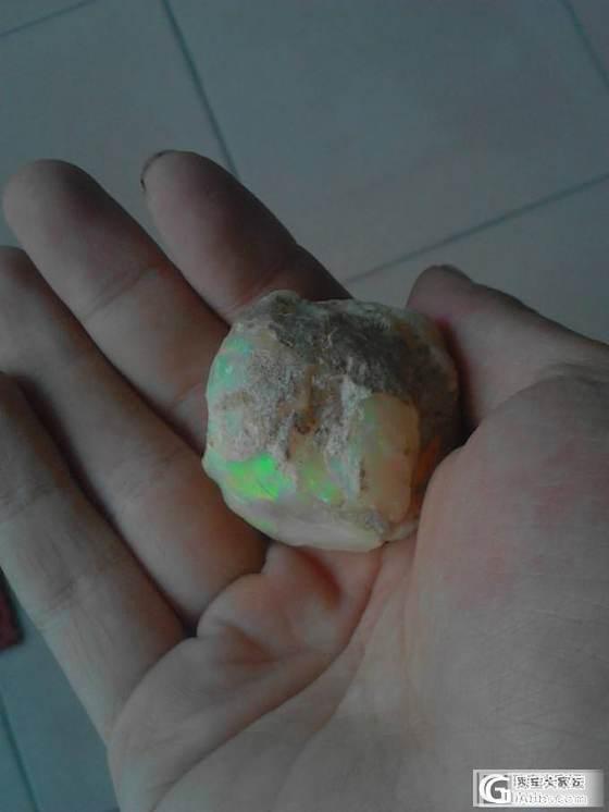 大家快来看石头啦~ 好漂亮的光晕~_欧泊刻面宝石