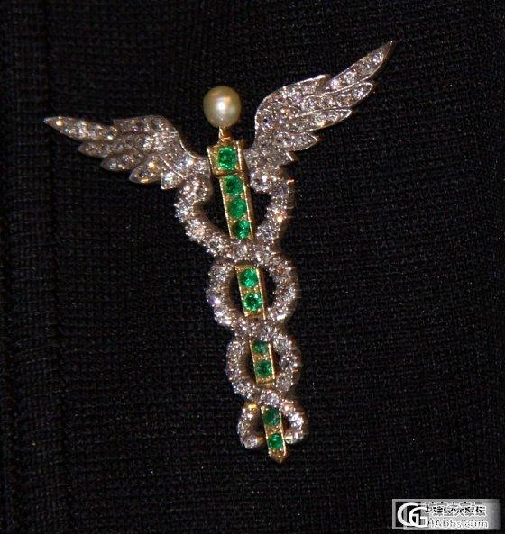 有人懂古董珠宝吗,这是在美国古董店买的1890年天然祖母绿,钻石和珍珠胸针_祖母绿