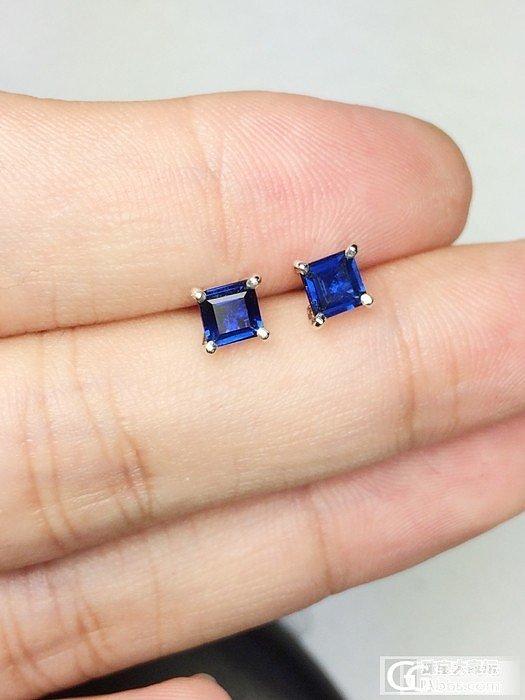 【Mgems微信mikiqiu】斯里兰卡皇家蓝蓝宝石公主方CUT18K白金耳钉_博物馆