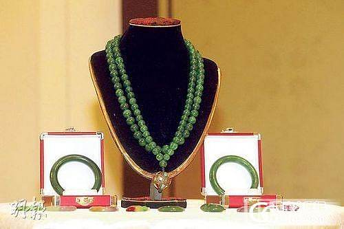 慈禧赐光绪翡翠朝珠将在香港拍卖 起价1.8亿_翡翠