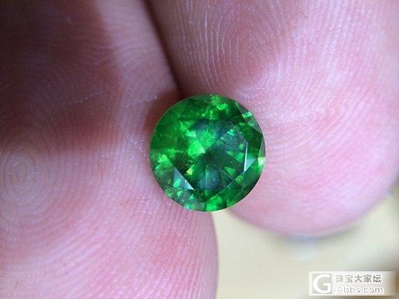 一颗2ct多的俄罗斯翠榴石_石榴石刻面宝石