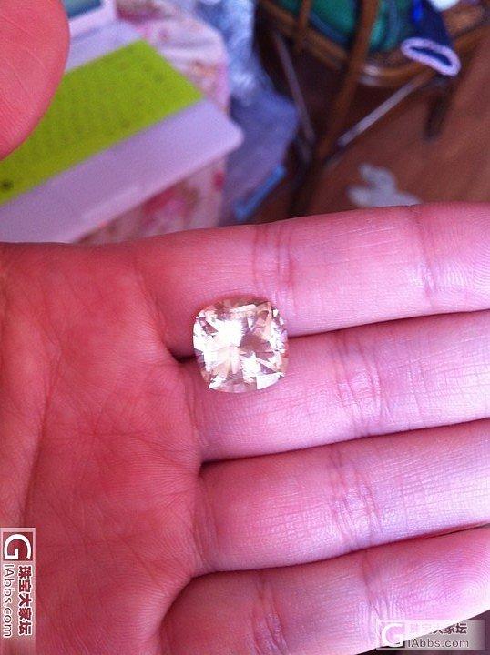 从非洲宝石商那里买了个纯天然托帕石,粉粉的很美艳!已经镶嵌好,成品见另一帖子_托帕石刻面宝石