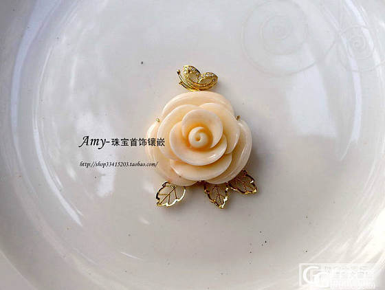 简单的两款珊瑚大花款。_镶嵌珠宝