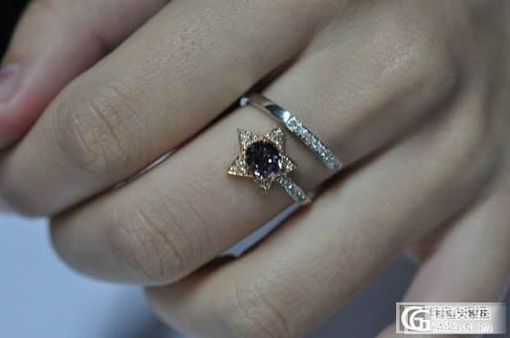 京华雨巷珠宝定制成品,紫色梦幻款,18K金镶钻白红紫色碧玺戒指!上手照好漂亮的哦!_宝石