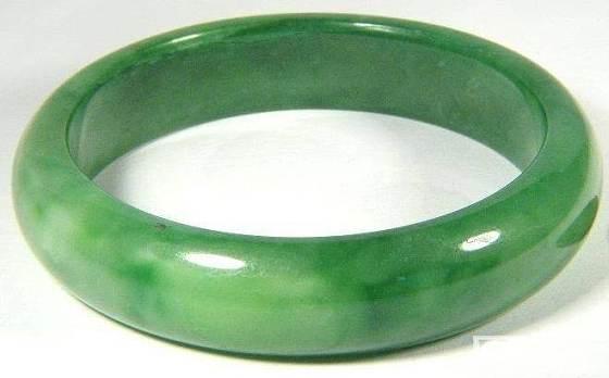 NEW 编辑/请大家帮看看这.......绿色 玻璃種,帮忙估估价 !先谢啦 !_翡翠