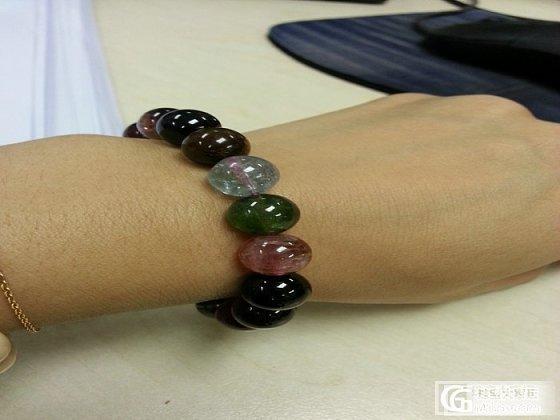 我的碧玺圆珠手链和砗磲搭配在一起还挺好看的呢_碧玺