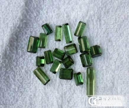 纯净玻璃体绿碧玺一手80/卡_宝石