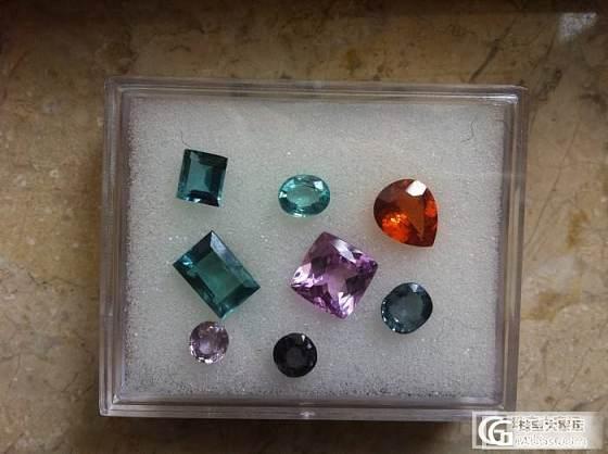 两颗小蓝和小小磷灰石(一楼新加蓝碧的成品照)_磷灰石碧玺刻面宝石
