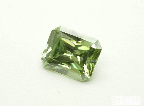 维纳斯立方祖母绿钻_莫桑石宝石