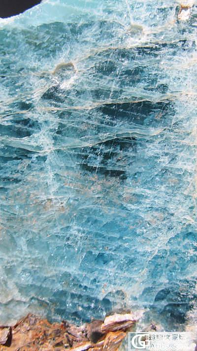 新疆阿勒泰36公斤海蓝宝石标本,绝大部分达到宝石级_海蓝宝刻面宝石