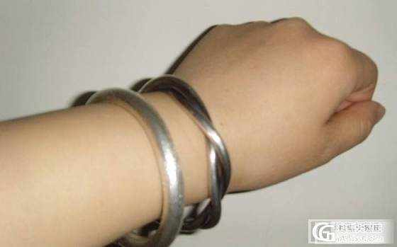 (新上手照)周记珍珠链和俺的复古两股绞丝,很是给力呢!_手镯手链银