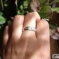 一枚钻石小到可以忽略不计的戒指