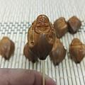 出一条自玩橄榄核雕包衣弥勒,附赠4花素珠